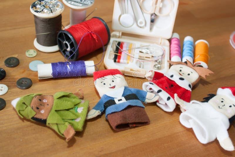 Handmade Bożenarodzeniowy lala palec dla Bożenarodzeniowego prezenta na drewnianym backgr obraz stock