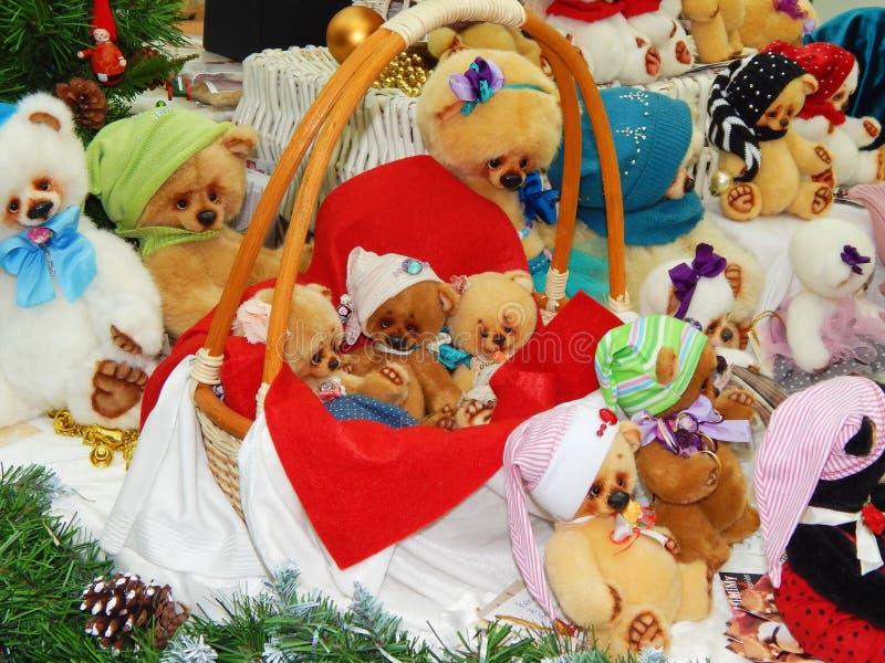 Handmade collectible niedźwiedzie od Międzynarodowej Moskwa Powystawowej sztuki lale obrazy stock
