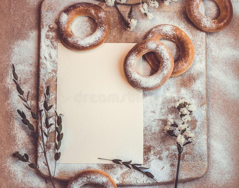 Handmade domowej roboty bagel ?wiezi ciasta z cukierem zdjęcie stock