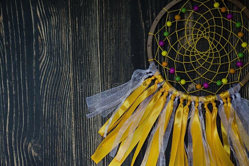 Handmade dreamcatcher na drewnianym tle zdjęcie royalty free