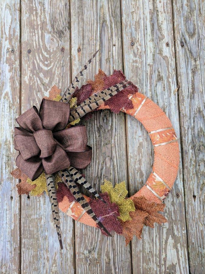 Handmade jesieni Burlap wianek fotografia stock