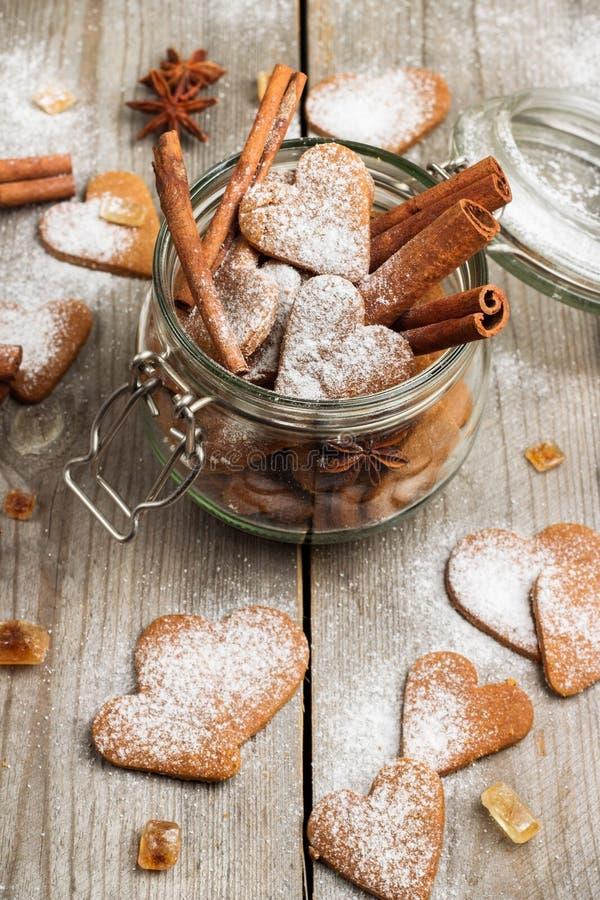 Handmade kierowi ciastka dla walentynka dnia obrazy royalty free