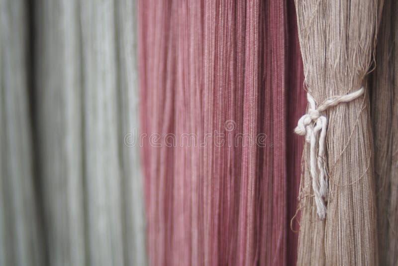 Handmade nić farbuję naturalnie organicznie w rocznika brzmieniu obraz stock