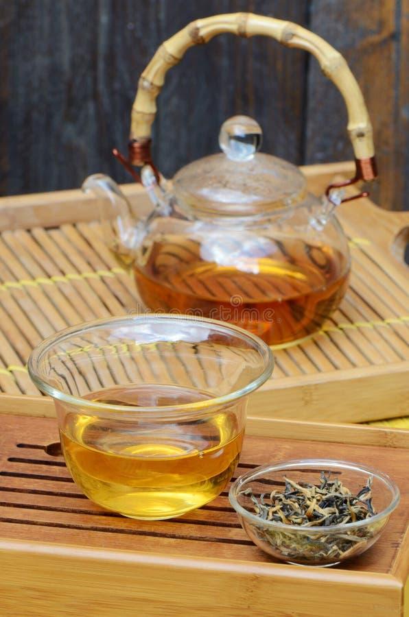 Chińska herbata ustawiająca i Yunnan złota herbata zdjęcia royalty free