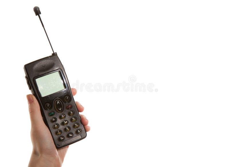 Handmeisje die een oude mobiele telefoon houden stock afbeeldingen