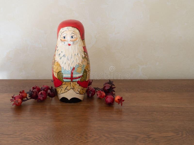Handpainted Drewniany Santa Gniazduje lalę fotografia royalty free