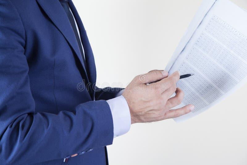 Handpenna med dokument royaltyfri fotografi