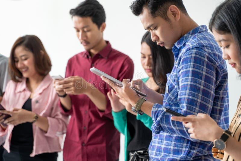 Handphone de participation de meilleur ami images stock