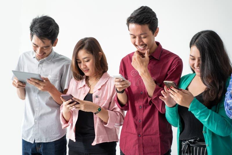 Handphone de participation de meilleur ami photo stock