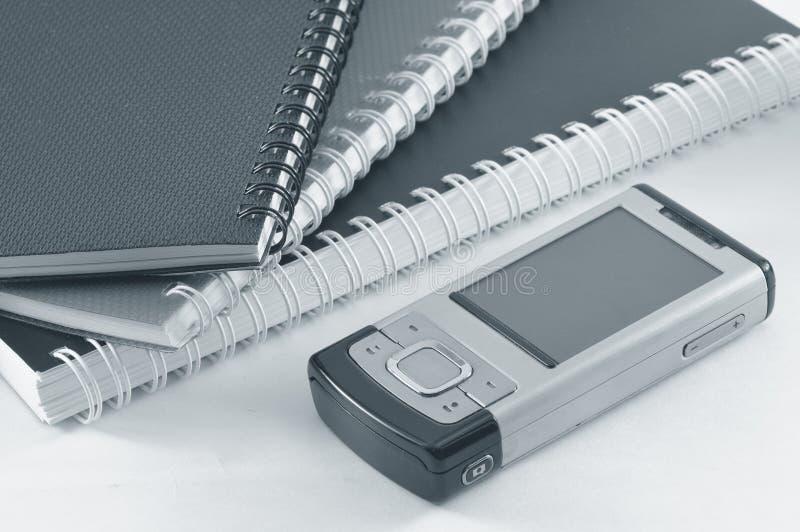 Handphone et blocs-notes photos libres de droits