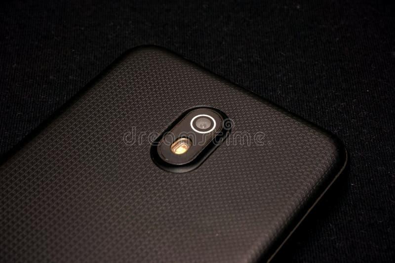 Handphone op zwarte stock foto