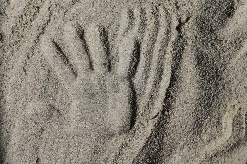 Handprint dans le sable images libres de droits