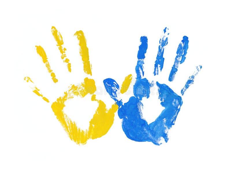 Handprints bajo la forma de bandera de Ucrania, imagen de la unidad, libertad, independencia impresión de la tinta amarilla y azu stock de ilustración