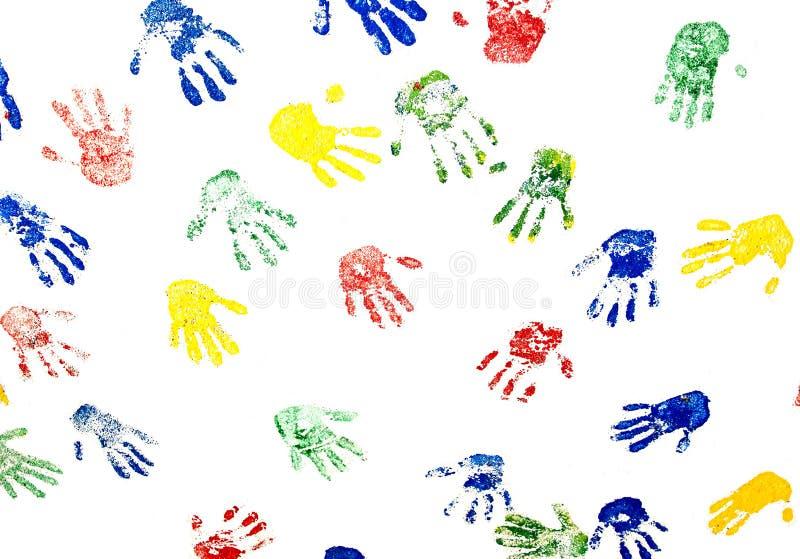 Handprints coloridos na parede branca fotos de stock