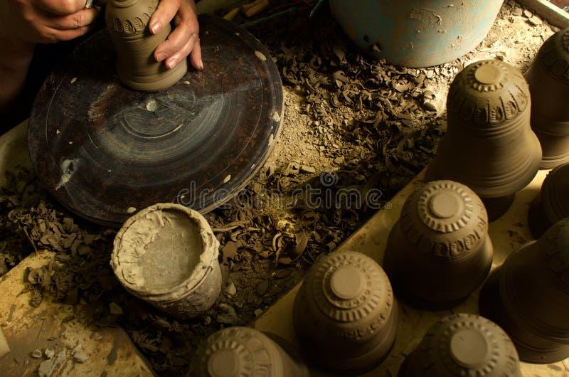 Handproductie van ceramische punten volgens oude recepten royalty-vrije stock afbeelding