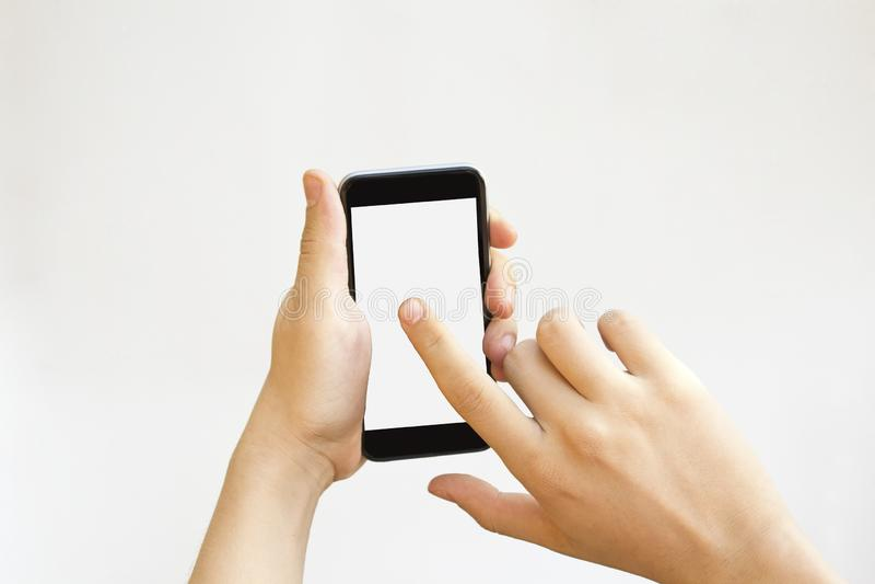 Handrührender Smartphoneleerer bildschirm stockfotografie