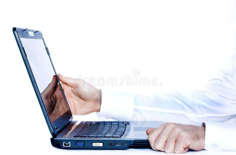 hands bärbar dator royaltyfri foto
