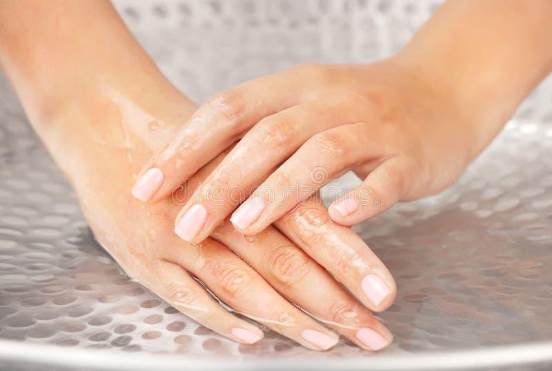 hands kvinnan för humidification s arkivfoton