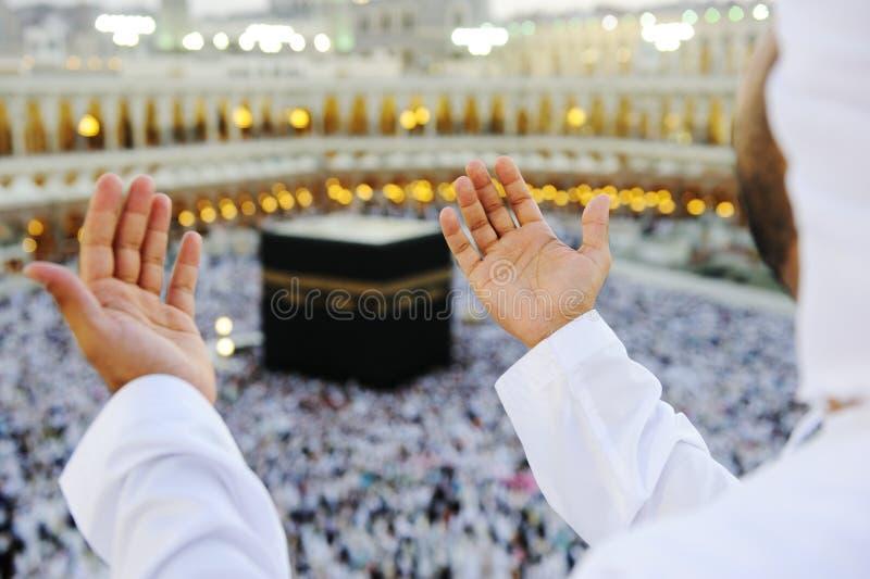 hands mekkahmuslim som ber upp fotografering för bildbyråer