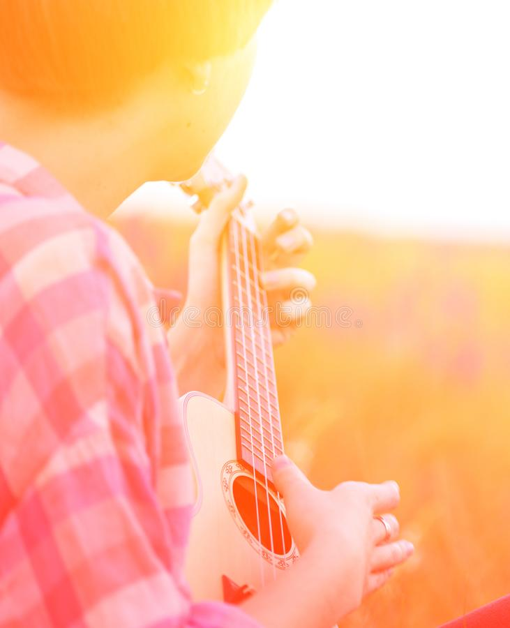 Free Hands Playing A Guitar Close-up Stock Images - 117724344