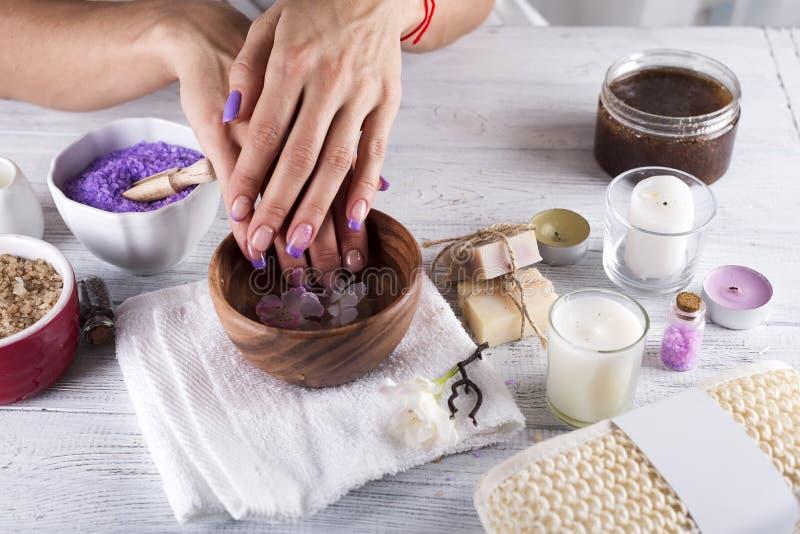 Hands Spa Het concept van de manicure stock afbeeldingen