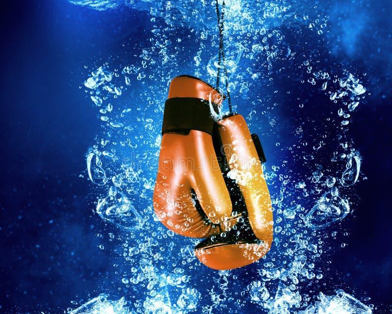 Handschoenen onder water stock afbeelding