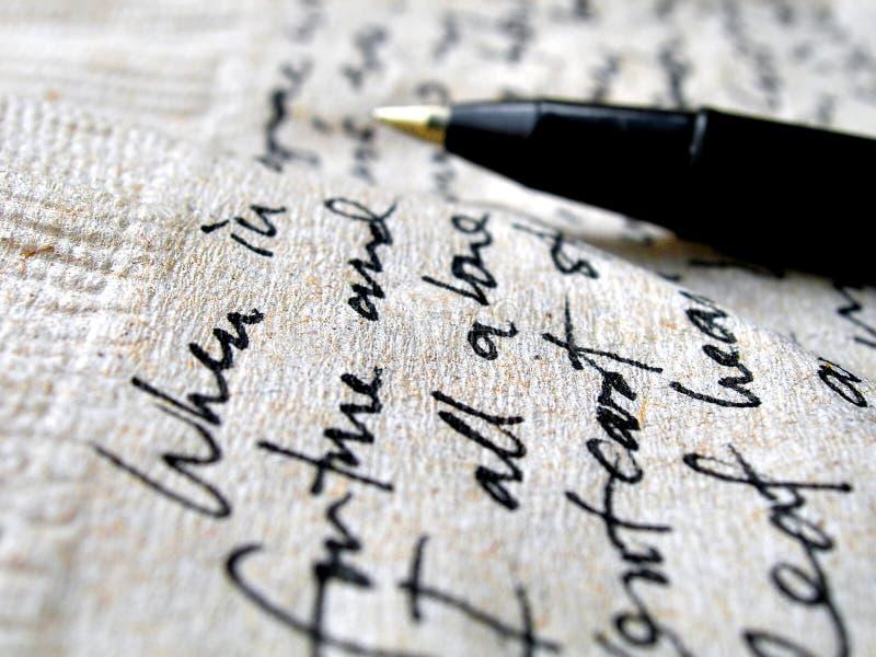 Handschrift auf brauner Serviette stockfotos