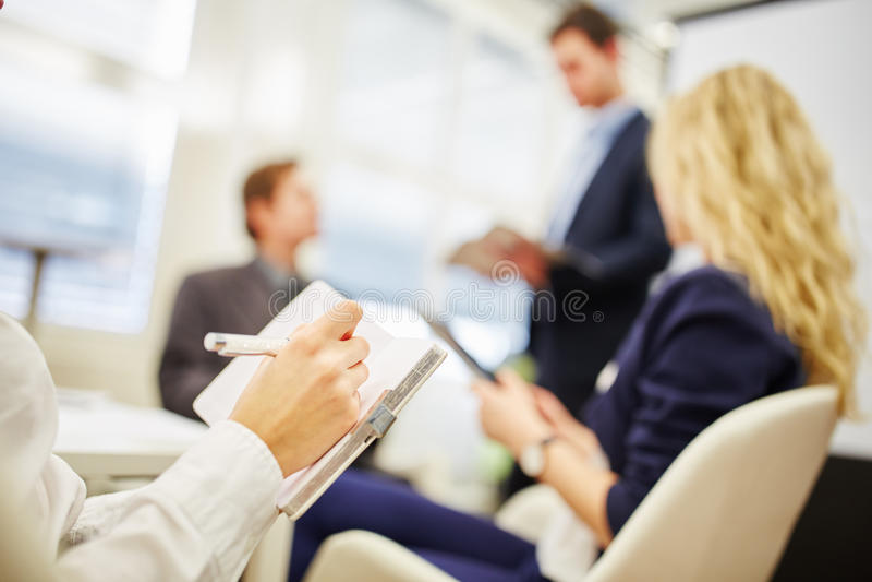 Handschrift ein Protokoll in einer Verhandlung stockbild