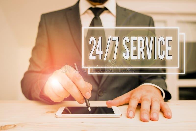 Handschriftekst schrijven 24 of 7 Service Concept betekenis Altijd beschikbaar om Runnen zonder onderbreking constant te dienen royalty-vrije stock foto