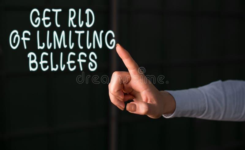 Handschriftentexte ersparen sich die Begrenzung von Überzeugungen Konzept bedeutet, negative Überzeugungen zu entfernen und posit stockfotos