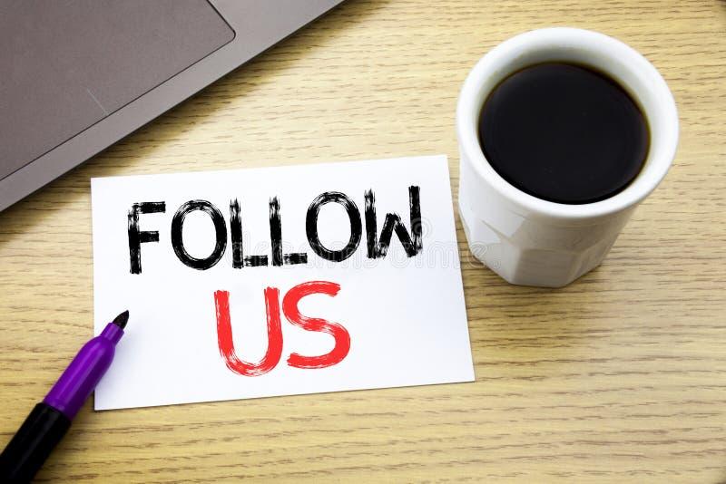 Handschrifts-Mitteilungstextvertretung folgen uns Geschäftskonzept für das Social Media-Vermarkten geschrieben auf Notizbuchbuch  stock abbildung