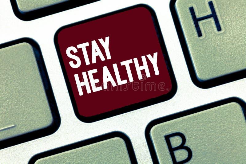 Handschriftstext Aufenthalt gesund Konzeptbedeutung halten Vollkost, gute physische Verfassung und Wellness zu stützen stockbild