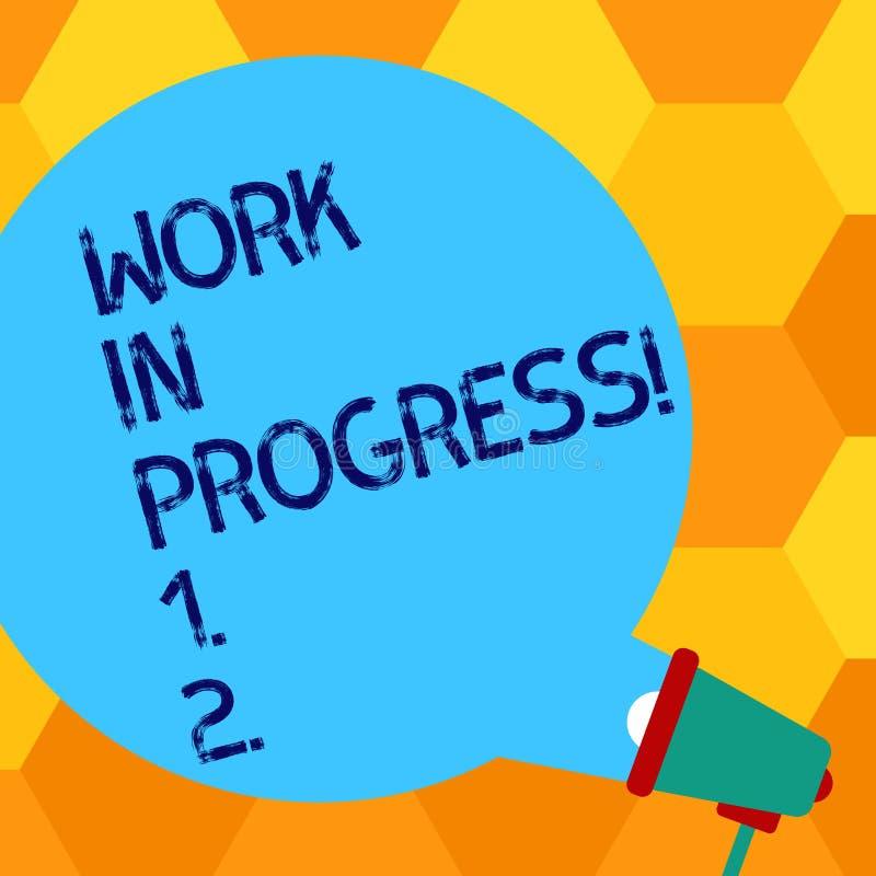 Handschriftstext, der im Entstehen befindliches Werk schreibt Konzeptbedeutung Job, der noch erfolgte sich entwickelnde ProjektGe stock abbildung