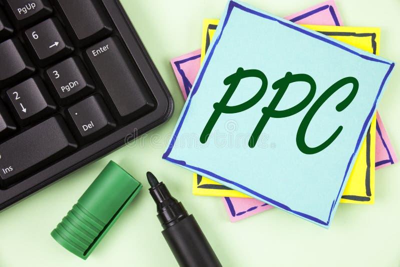 Handschriftstext, der Ppc schreibt Konzeptbedeutung Bezahlung-pro-Klick- Werbestrategie-direkter Verkehr zu den Website geschrieb stockfoto