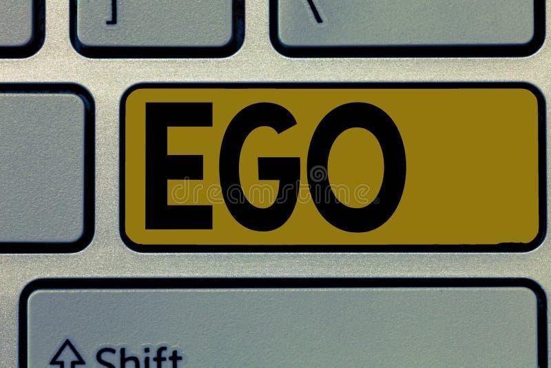 Handschriftstext Ego Konzeptbedeutung Richtung von Selbstachtung selfworth einer bewussten denkenden Angelegenheit der Person stockfotos