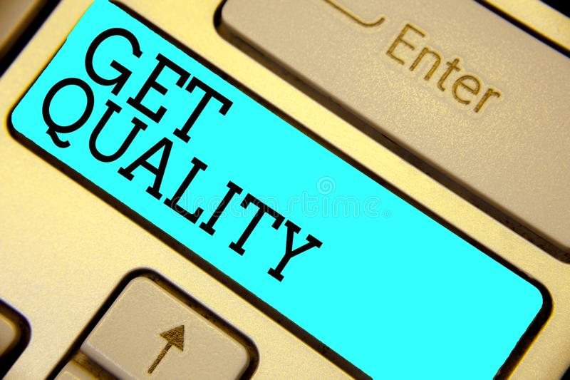 Handschriftstext erhalten Qualität Konzeptbedeutungsfunktionen und Eigenschaften des Produktes, die Bedarf Tastatur blaues Schlüs stockfoto