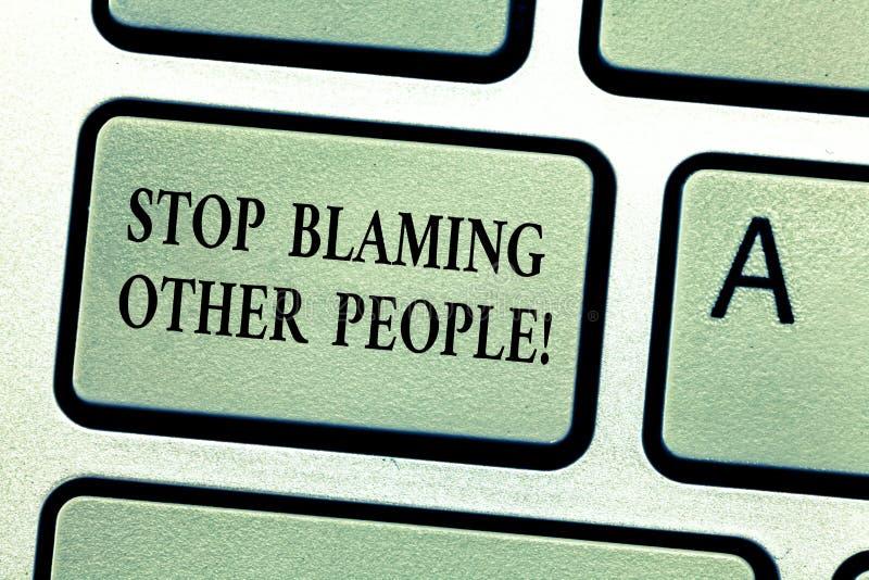Handschriftstext Halt, der andere Leute tadelt Konzeptbedeutung lassen Entschuldigungen Ihre Störungsschuld Taste nicht annehmen lizenzfreies stockbild