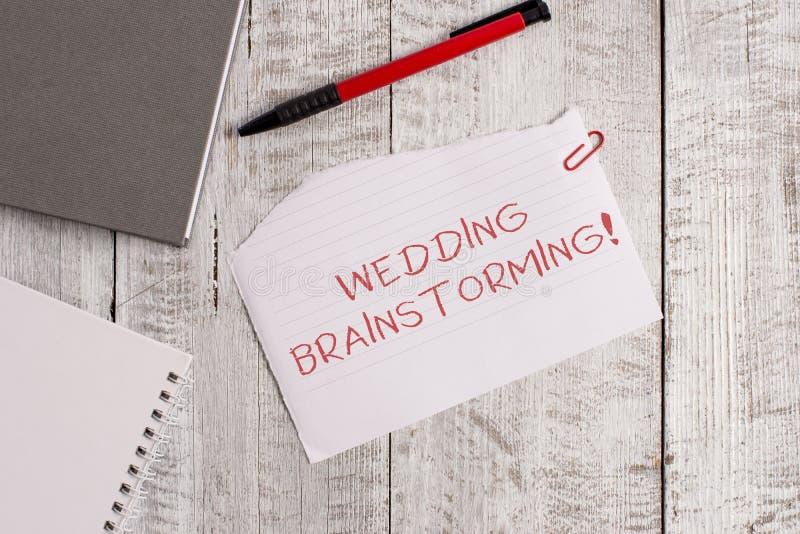 Handschriftstext Hochzeits-Brainstorming Konzeptbedeutung, die in einem wirtschaftlichen heiratet, das Bank heftige Papier breche lizenzfreies stockbild