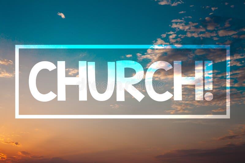 Handschriftstext Kirche Blauer Strand O des Konzeptbedeutung Kathedralen-Altar-Turm-Kapellen-Moscheen-Schongebiet-Schrein-Synagog stockfotos