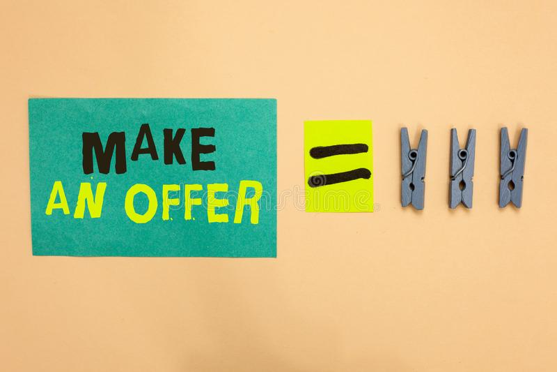 Handschriftstext machen ein Angebot Konzeptbedeutung Antrag holen oben freiwilligen Proffer schenken Angebots-Grant Turquoise-Pap lizenzfreie stockfotos