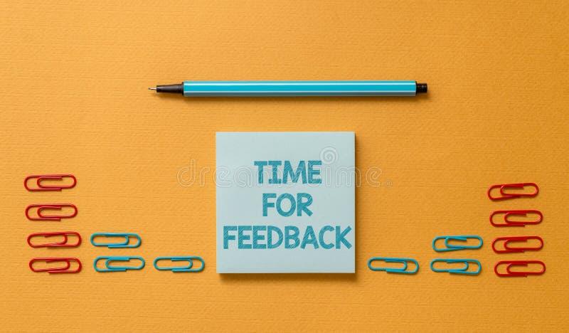 Handschriftstext Zeit für Feedback Das Konzept, das Informationen über Reaktionen zu einem Produkt oder Dienstleistungen bedeutet stockbilder