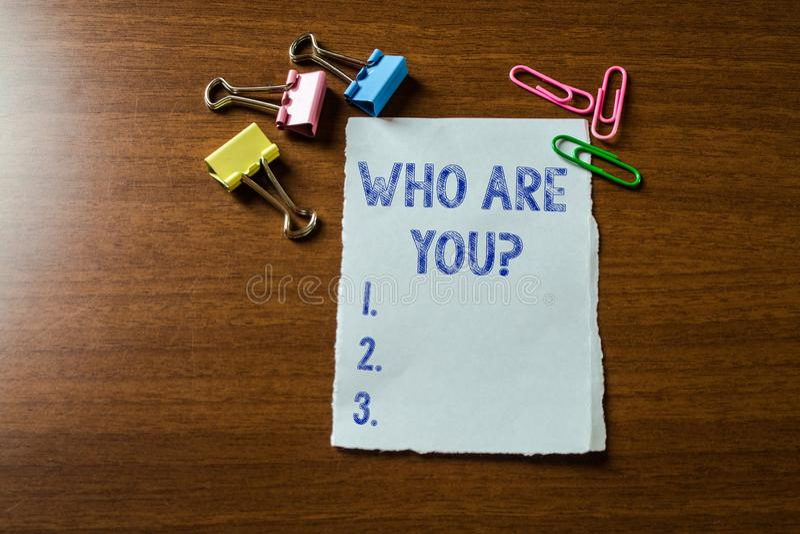 Handschriftstextschreiben, das Sie Frage sind Konzeptbedeutung, die nach jemand um Identit?t bitten oder demonstratingal stockbild