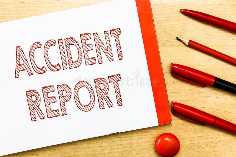 Handschriftstextschreiben Unfallbericht Konzept, das a-Form bedeutet, die ergänzte Rekorddetails eines ungewöhnlichen Ereignisses lizenzfreies stockbild