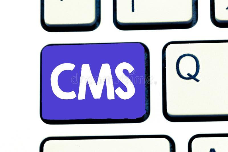 Handschrifttekst Cms De conceptenbetekenis beheert de verwezenlijking en de hervorming van de digitale toepassing van de inhoudss stock foto's