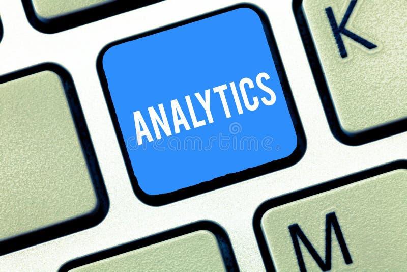Handschrifttekst die Analytics schrijven Concept die systematische computeranalyse van gegevens statistieken of info betekenen stock foto