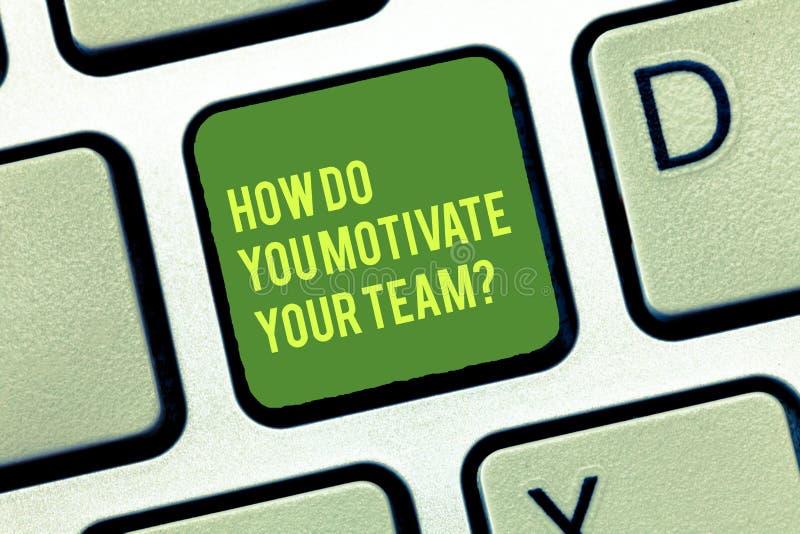 Handschrifttekst die hoe schrijven u Uw Teamquestion motiveert Concept die Strategieën betekenen om motivatie te handhaven stock afbeelding