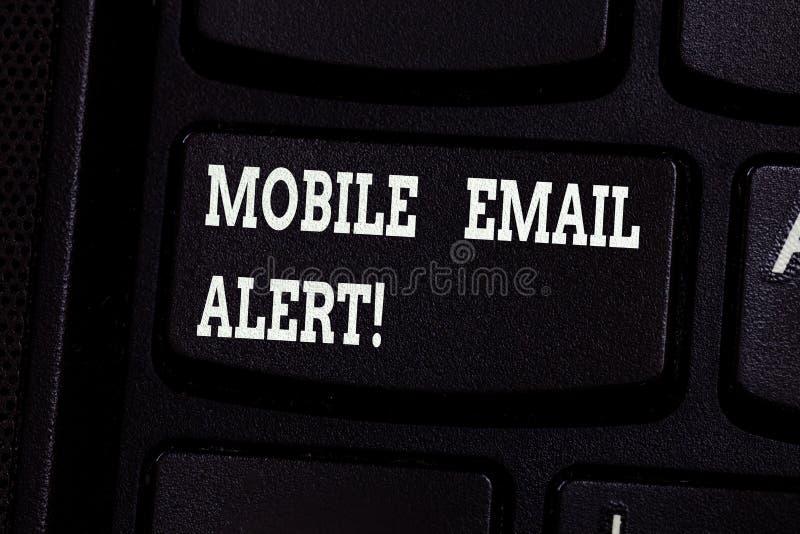 Handschrifttekst die Mobiel E-mailalarm schrijven Concept die machine betekenen aan het aantonen van mededeling die tijd is royalty-vrije stock foto's