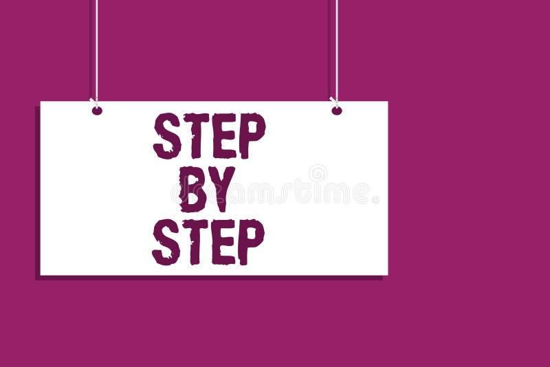 Handschrifttekst die stap voor stap schrijven Het concept die de Groei van de de Richtingsontwikkeling van de Trage vooruitgangwe stock illustratie