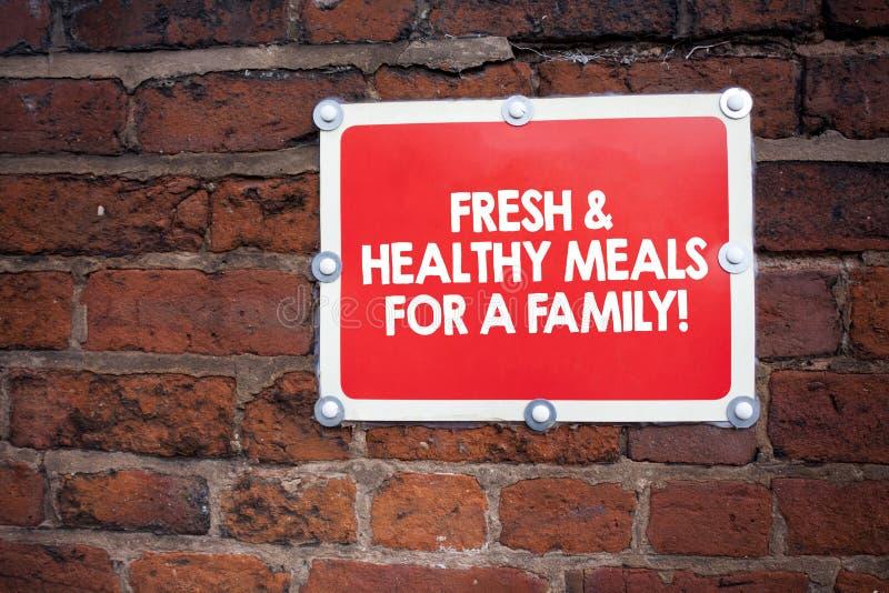 Handschrifttekst die Verse en Gezonde Maaltijd voor een Familie schrijven Concept die Goede voeding betekenen die gezondheid beha royalty-vrije stock foto's
