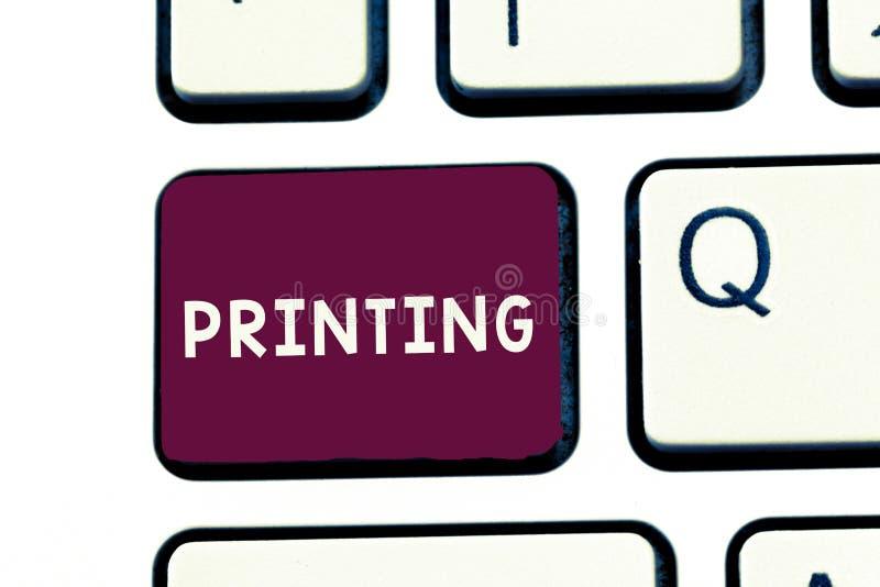 Handschrifttekst het schrijven Druk Concept die productie van boekenkranten of andere gedrukte materiële Duurzame kopie betekenen royalty-vrije stock afbeelding